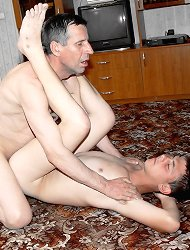 Cleaning twink gets fucked by householder